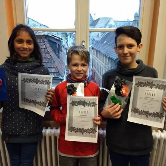 Die Gewinner des Vorlesewettbewerbs- und des Adventskalender-Quiz in der Schulbibliothek stehen fest