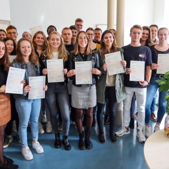 """24 Schülerinnen und Schüler absolvieren """"Cambridge English: Advanced""""-Prüfung"""